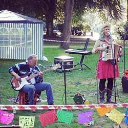 "Die Band ""Barman's Burden"" im Lütges Park in Altona"