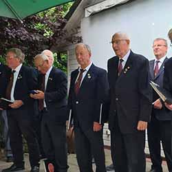 Liedertafel Cantus-Eintracht Kirchwerder  im Garten der Gaststätte Bahnhof Curslack, Leitung: Susan Lahesalu