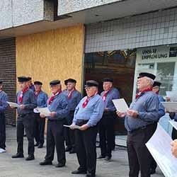 Gesangverein Harmonie Kirchwerder-Sande auf dem Bergedorfer Marktplatz, Leitung: Michael Georgi